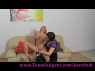 FemaleAgent. Poledancer learns new moves