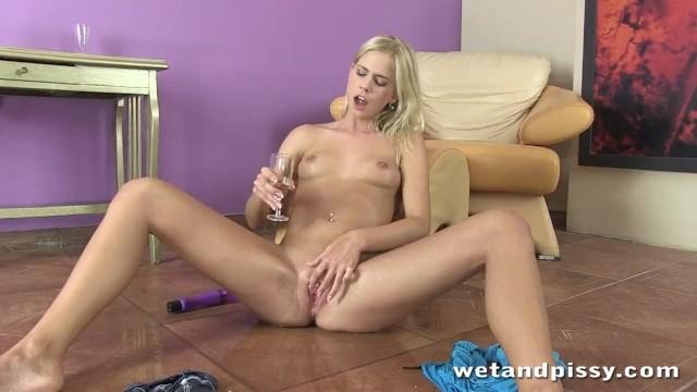 Blonde Noleta gives herself an Orgasm after Piss Play - Pornhub.com