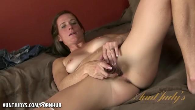 MILF Sofie Marie fucks her pussy with a glass dildo