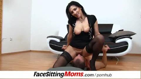 Moms facesitting Facesitting: 503