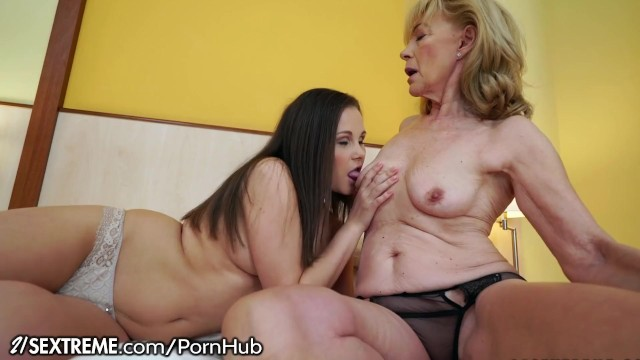 Young Lesbian Eat Cougar Pussy