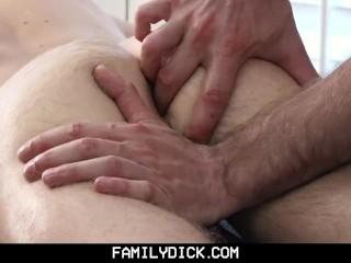 FamilyDick-Handsome Older Masseur Gets Hands on Horny Teen Boy