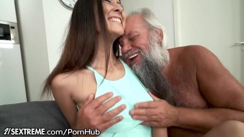 Sex opa enkelin Lucy, meine