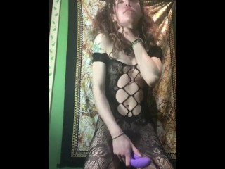 Standing Quivering Clitgasm brings Alternative Babe to her Knees