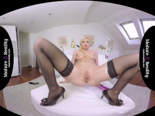 MatureReality – Milf loves teasing Ass and Pussy