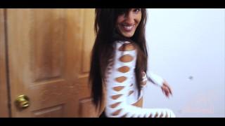 Screen Capture of Video Titled: Petite brune française baise avec un voisin excité - Amateur Sextwoo -