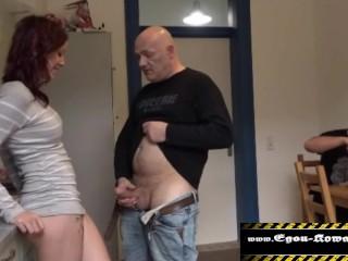 18-jährige in den Arsch gefickt und ihr Stiefbruder schaut zu.