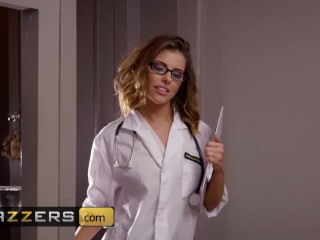 Brazzers – Dirty doctor Adriana Chechik wants to get by patient