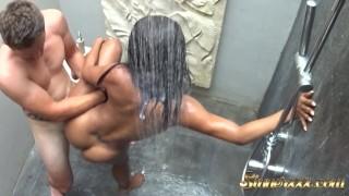Bangin Tinder Date in Shower on Vacation i Minaj