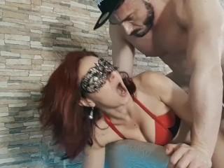 Bukkake italiano per una bocca assetata. Porno italiano bukkake