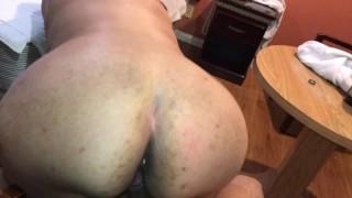 Madura gorda cojida en un hotel por su amante joven