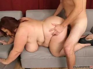 Super Busty MILF Lady Lynn Shows Off Her Curvy Body