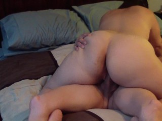 Milf makes hubby cum quick sucking and pounding his cock