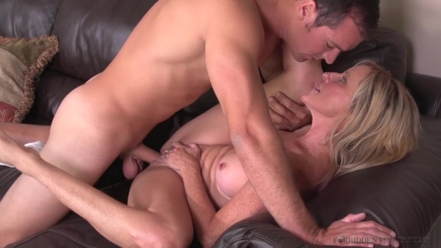 Big Tits Ass Mom Fucks Son