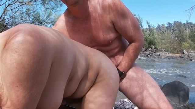 Nackten Sex am Strand haben