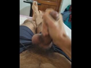 Latino masturbandose