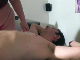 Matura italiana esegue massaggi particolari nel suo studio. Video porno italiano matura italiana