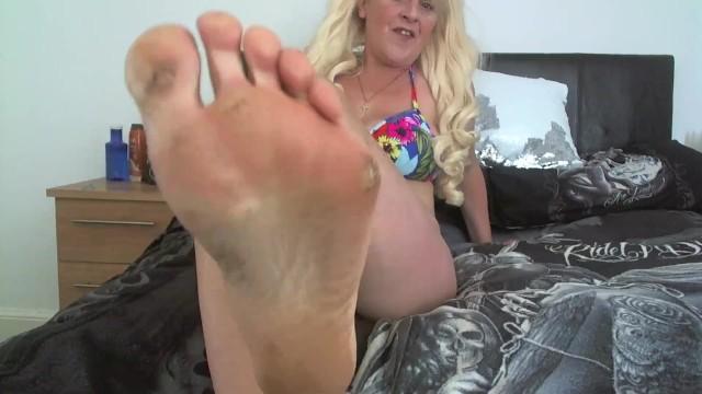 Teen Worship Mature Feet