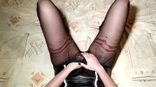 MartaSW in pantyhose caresses herself and cums