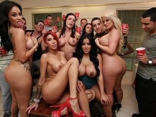 BANGBROS - A Flock Of Curvy Pornstars Invade A College Dorm
