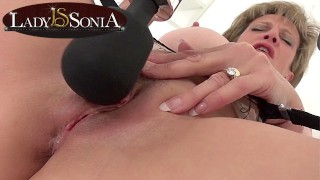 Lady Sonia edging her clit with a vior
