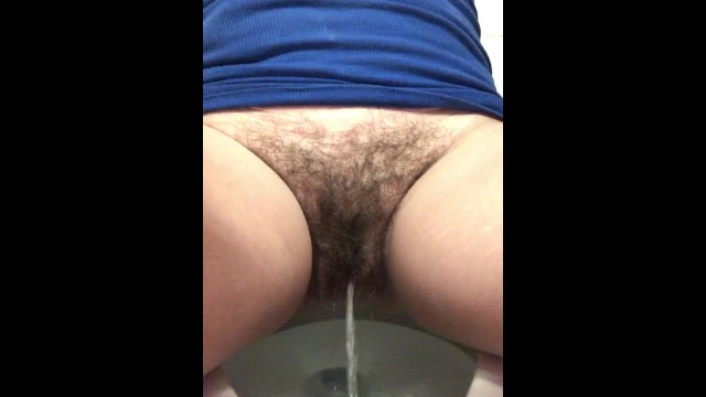 Hairy pussy peeing