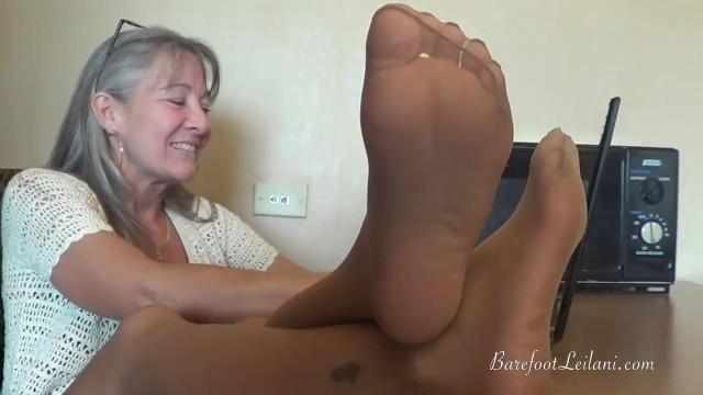 Ebony Pantyhose Feet Tease