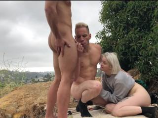 Sesso a tre con due uomini bisex e una moglie porca. Video porno gratis