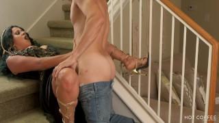 HALLOWEEN 2019: Jolla tiene sexo con un extraño que invade su casa