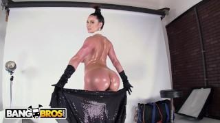 BANGBROS - Insanely Hot MILF Kendra Lust Just Broke The Internet