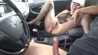 Double Masturbation And Blowjob With A Stranger In A Car