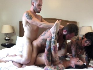 Bisexual Foursome with Hot Tattooed Girl, Jessie Lee & Johnny Hill amateur threesome bisexual