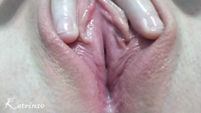 Grils masturbating and juice come out from pussy