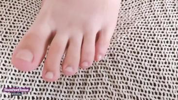 Short Teen Feet Tease Toes
