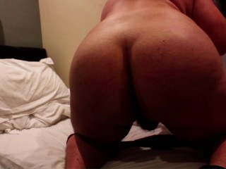 Phat Ass White Guy playing with his asshole in a hotel room