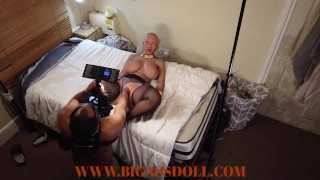 Bald hair hottie get fisted