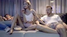 Mere et pere montre a sa fille a baiser porno Un Pere Apprend A Sa Fille Comment Baiser Pornhub Com