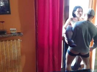 Sesso coppia italiana davanti alla finestra