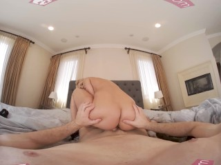 VR BANGERS Perfect Body Blonde Has No Money To Pay For Service VR Porn