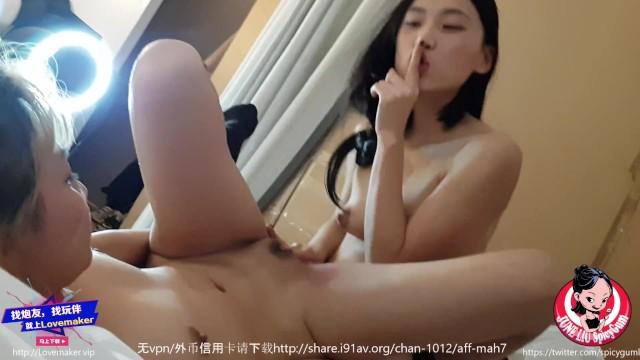 Lesbian Pornstar สาวหมวยน่ารัก June Liu ชวนเพื่อนมาเสียวหน้ากล้อง ไลฟ์สดถ่ายลงช่องพรอนฮัพ เจอสกิลลิ้นเทพเลียหีจนตัวงอ น้ำหีไหลเยิ้มเต็มร่องหี