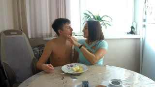 The neighbor invited for breakfast and did a blowjob right at the table!