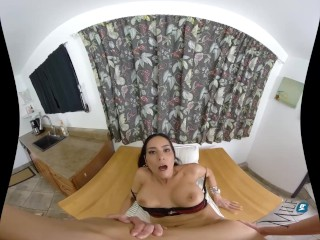 Tia Cyrus – MilfVR – Rent to Moan