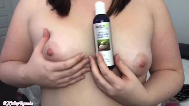 【個人撮影】素人娘がオイルを使っておっぱいマッサージしながら自慰行為に耽る様子を自画撮りした投稿映像