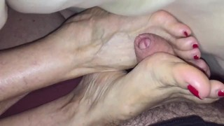 stepaunt Annette gives footjob in the morning