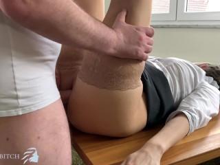 Sexy Sekretärin will von ihrem Chef geschwängert werden