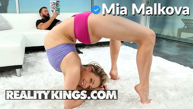 Realitykings - PAWG Mia Malkova shows off her flexibility and deepthroats