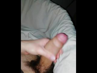 Ragazza seduce ragazzo in chat, lui si sega e poi sborra in bagno