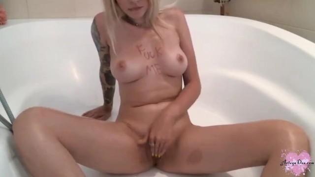Blonde Passionate Fingering Pussy before Bedtime - Solo