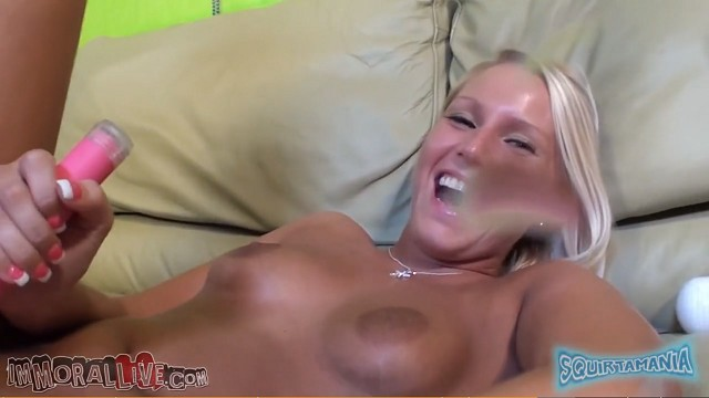 """""""Oops I did it Again"""" GORGEOUS TEEN ONTO THE CAMERAMAN!"""