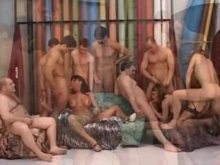 GangBang italiana con trans splendida. Video completo. Amatoriale trans dialoghi
